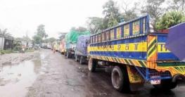 দৌলতদিয়া-পাটুরিয়া ঘাটে পারাপারের অপেক্ষায় শতশত যানবাহন