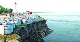 ভাঙনের কবলে রাজবাড়ীর গোয়ালন্দেআরেকটি ঘাট বন্ধ