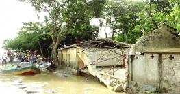 পদ্মার ভাঙনে বিলীন হচ্ছে বিদ্যালয় ফসলি জমি